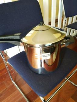 Kuhn rikon duromatic pressure cooker. Never used.