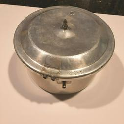 Mirro M-0404 4 Qt. Pressure Cooker Parts Base and lid